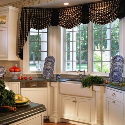 дизайн коротких шторы на кухне