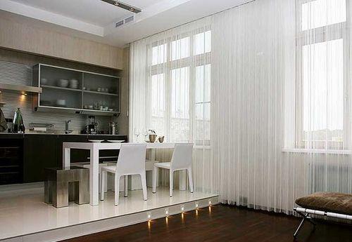 шторы нити на кухне